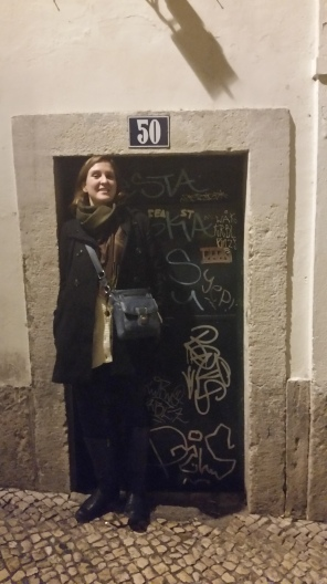 walking to the bars in the Chiado neighbourhood we came upon a Heather-sized door!