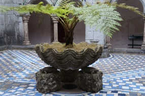 and just look at that plant holder! everything in this place was intensely detailed!